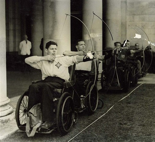 Photo:The return match between the Stoke Mandeville and the Royal Star and Garter teams at Richmond in September 1948